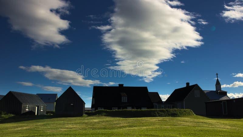 Litet traditionellt fiskeläge Eyrarbakki, Island royaltyfria bilder