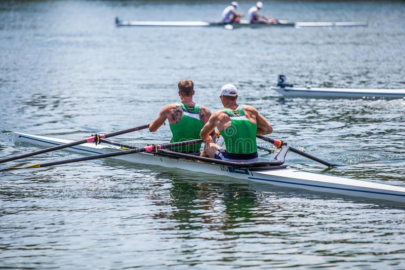 Litewskie atlety na Światowym Wioślarskim filiżanki rywalizaci wioślarstwie zdjęcia stock