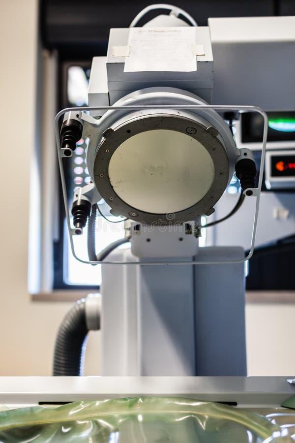 Lithotriptor im Krankenhaus lizenzfreie stockfotos