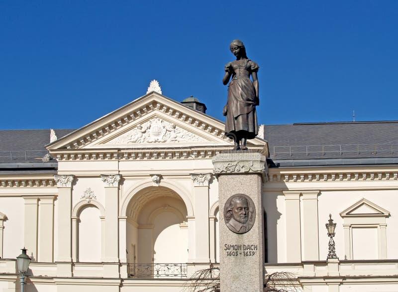 lithuania Den Klaipeda dramateatern på teaterfyrkant royaltyfri bild