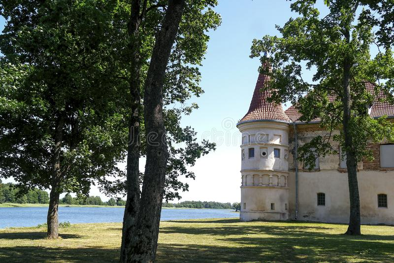 lithuania Siesikai slott under konstruktion Historisk slott i Neoclassicaen royaltyfri bild
