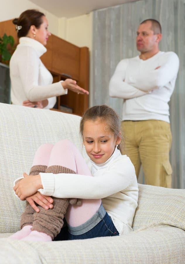 Litigio dei genitori a casa fotografie stock