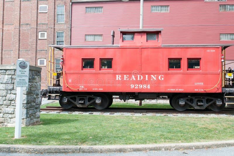 LITITZ PA - AUGUSTI 30: Läs- Caboose på den gamla stationen för Lititz järnvägdrev på Augusti 30, 2014 royaltyfri bild