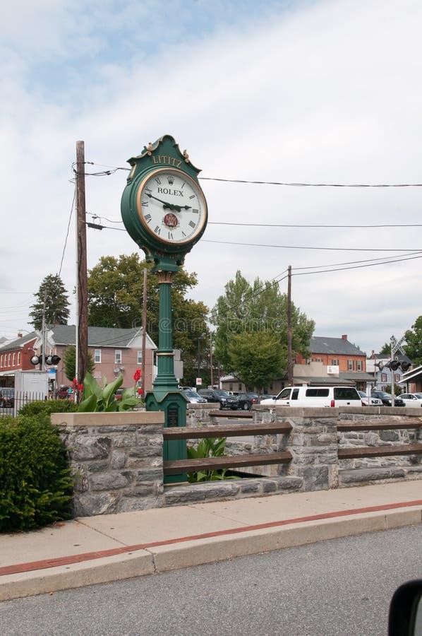 LITITZ, PA - 30 DE AGOSTO: Reloj viejo de la ciudad de Lititz Rolex el 30 de agosto de 2014 fotos de archivo