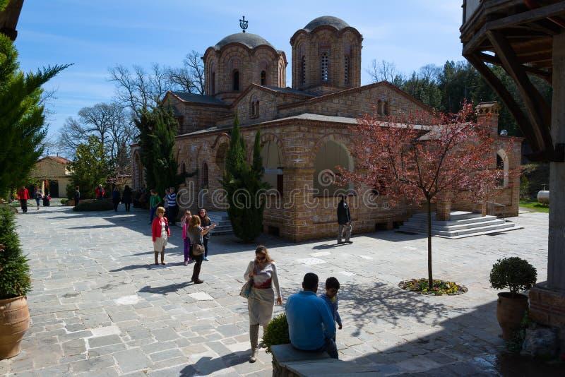 LITOCHORO, GRIEKENLAND - APRIL 12, 2015: Klooster van Heilige Dionysius van Onderstel Olympus, Litochoro, Griekenland stock afbeelding