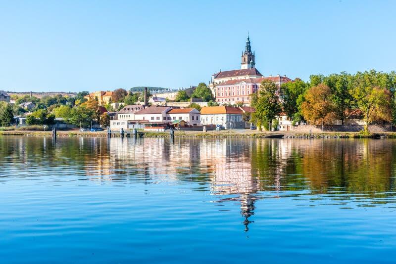 Litomerice全景都市风景在Labe河,捷克反射了 免版税库存图片