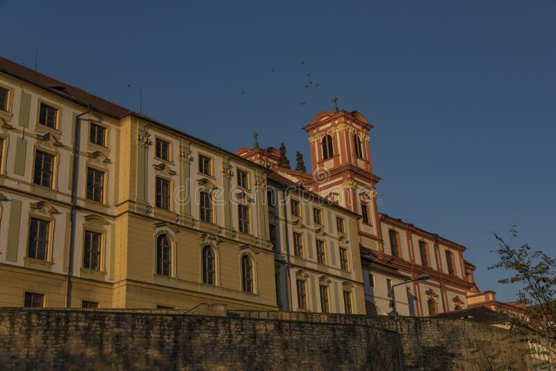 Litomerice grodzcy pałac w zmierzchu czasie obrazy royalty free