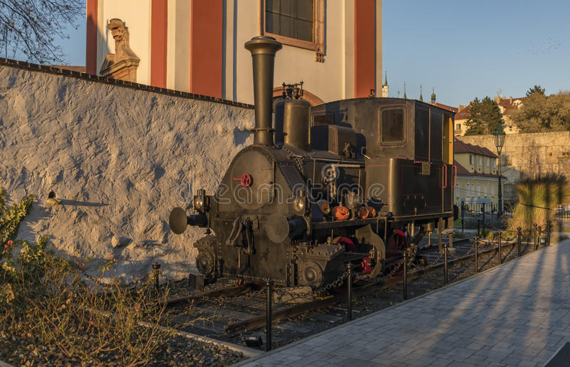 Litomerice grodzcy pałac w zmierzchu czasie z lokomotywą zdjęcia stock