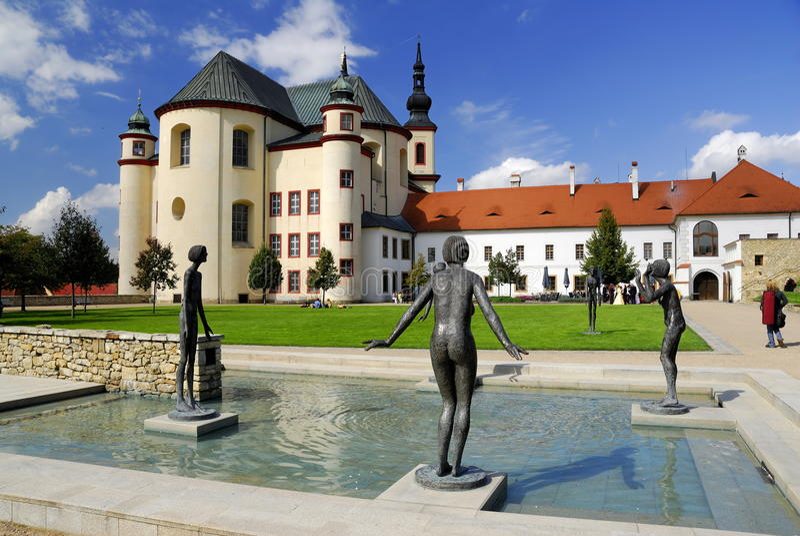 Litomysl - Klostergarten lizenzfreie stockfotografie