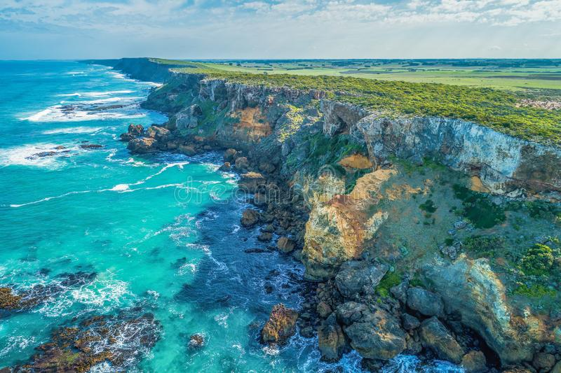 Litoral áspero do oceano na grande estrada do oceano fotos de stock