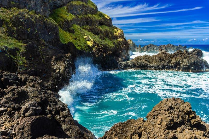 Litoral atlântico em Porto Moniz, ilha de Madeira, Portugal fotos de stock