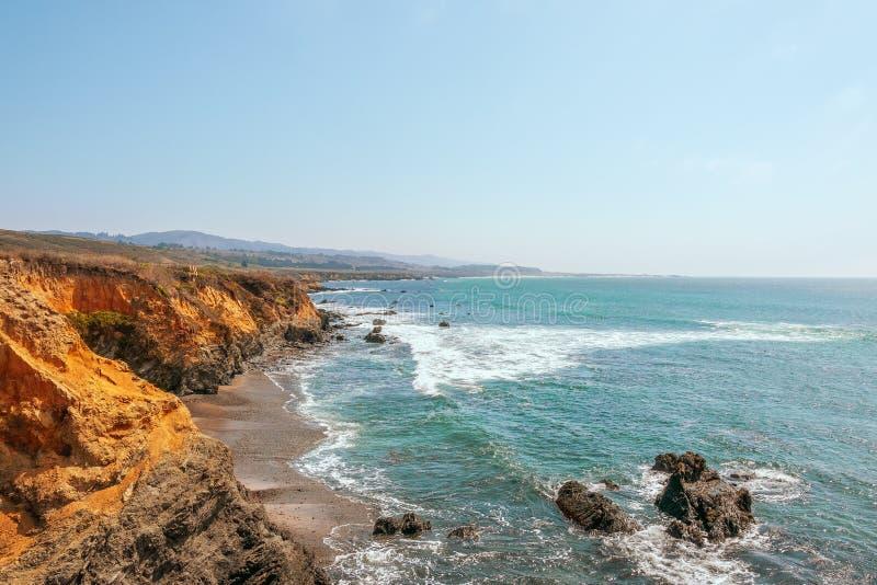 Litoral bonito ao longo da rota 1 do estado de Calif?rnia nos E.U. CoastUSA ocidental imagens de stock