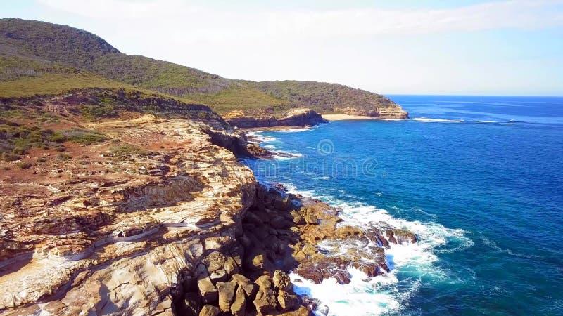 Litoral bonito na praia do parque nacional de Bouddi perto de Sydney imagem de stock royalty free