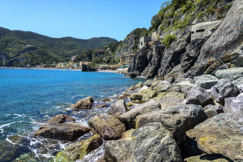 Litoral da égua do al de Monterosso, de uma vila litoral e do recurso dentro foto de stock