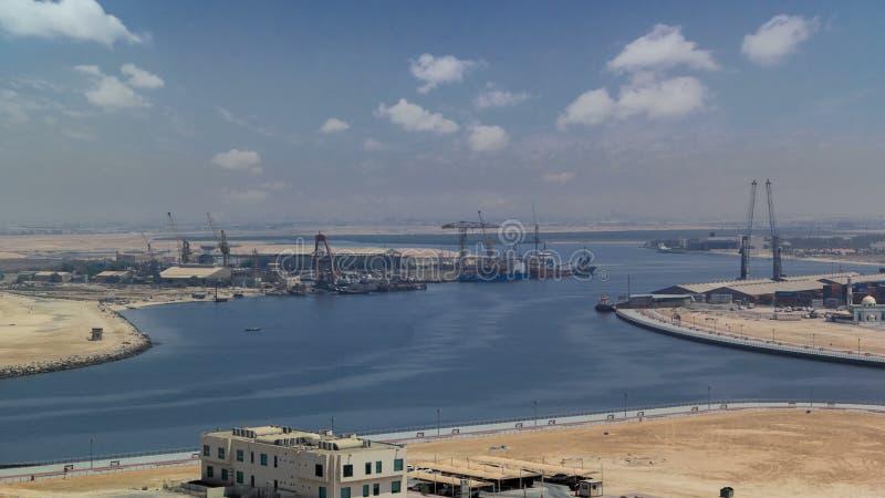 Litoral da arquitetura da cidade de Ajman do timelapse do dia do telhado Ajman é o capital do emirado de Ajman em Emiratos Árabes fotos de stock