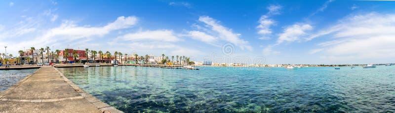 Litoral de Porto Cesareo na costa Ionian, Itália imagem de stock royalty free