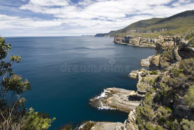 Litoral do parque nacional de Tasman, Tasmânia, Austrália imagem de stock