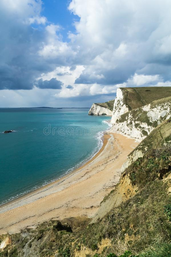Litoral e penhascos na costa jurássico em Dorset fotografia de stock