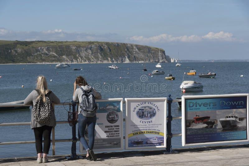 Litoral jurássico visto de Swanage Dorset Reino Unido imagens de stock