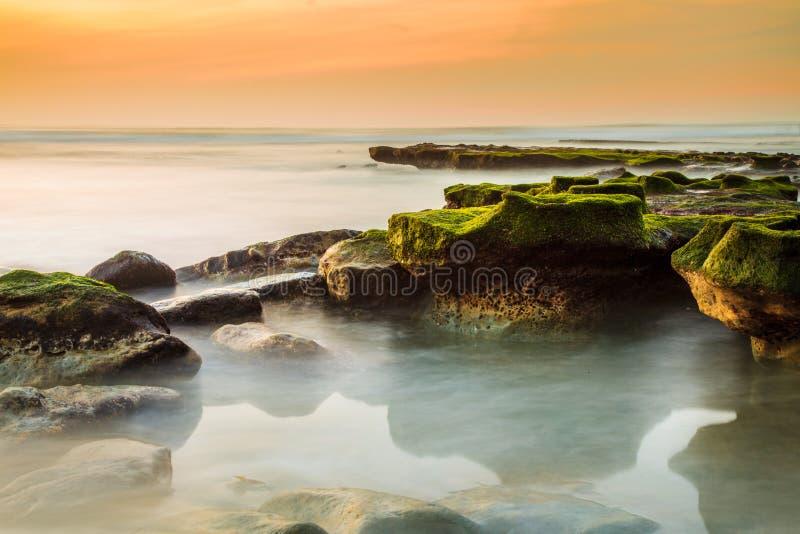 Litoral rochoso de Del Mar imagem de stock