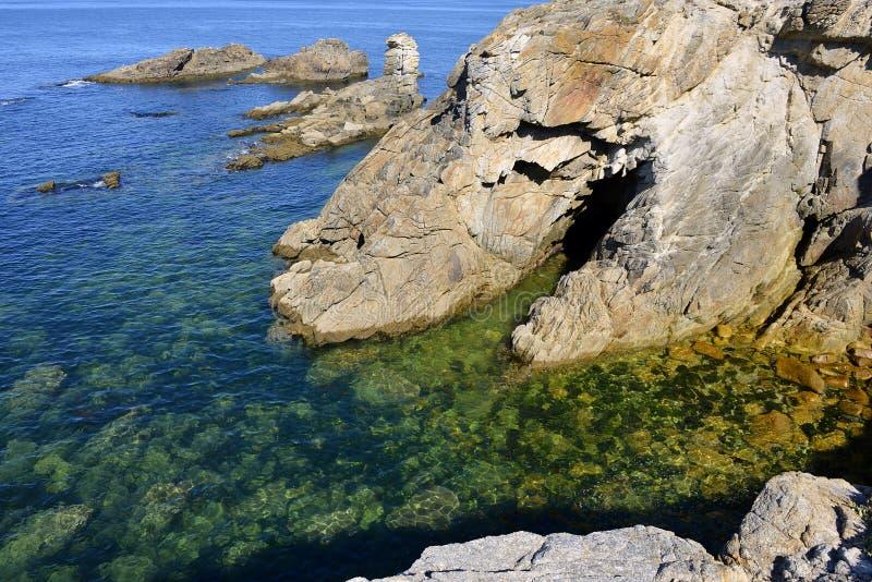 Litoral rochoso de Quiberon em France imagens de stock royalty free