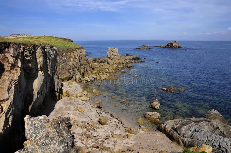 Litoral rochoso de Quiberon em France fotos de stock