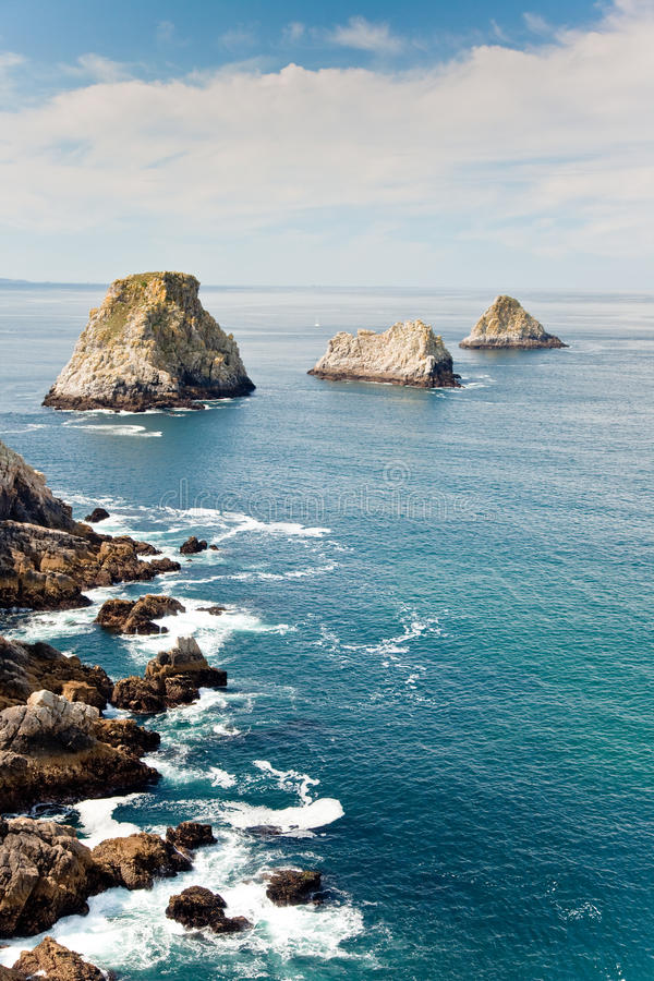 Litoral rochoso do oceano imagens de stock royalty free