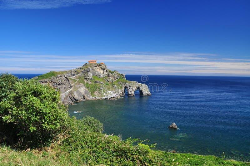 Litorale atlantico Basque. Gaztelugatxe, Spagna fotografie stock