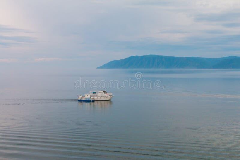 Litorale del lago Baikal fotografia stock libera da diritti