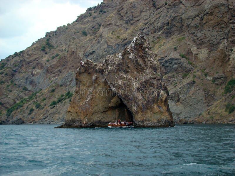 Litorale del Mar Nero in Crimea Montagna di Kara Dag fotografia stock libera da diritti