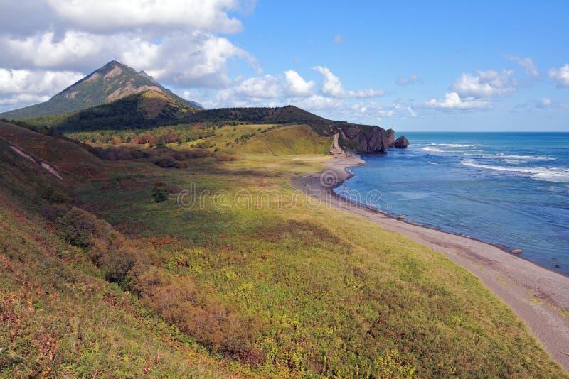 Litorale dell'isola del Sakhalin immagine stock