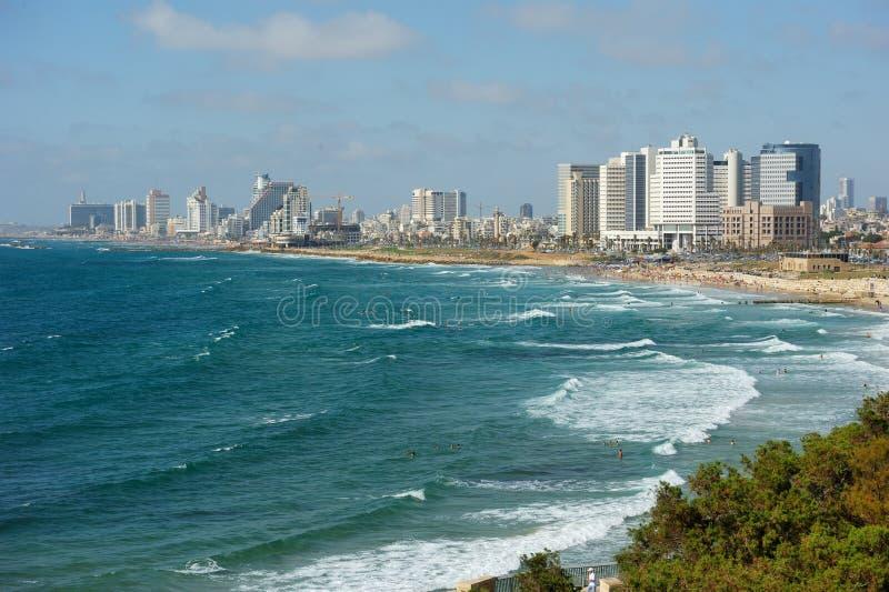 Litorale di mare e la vista di Tel Aviv fotografia stock libera da diritti