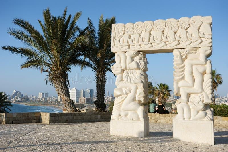 Litorale di mare e la vista di Tel Aviv immagine stock