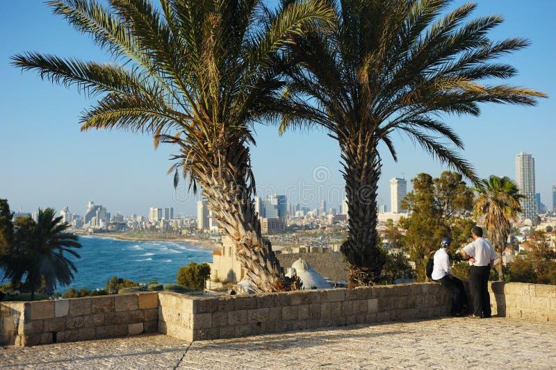 Litorale di mare e la vista di Tel Aviv immagini stock