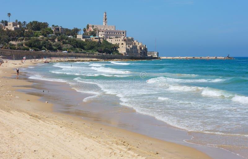 Litorale di mare e la vista di vecchio Jaffa fotografie stock libere da diritti