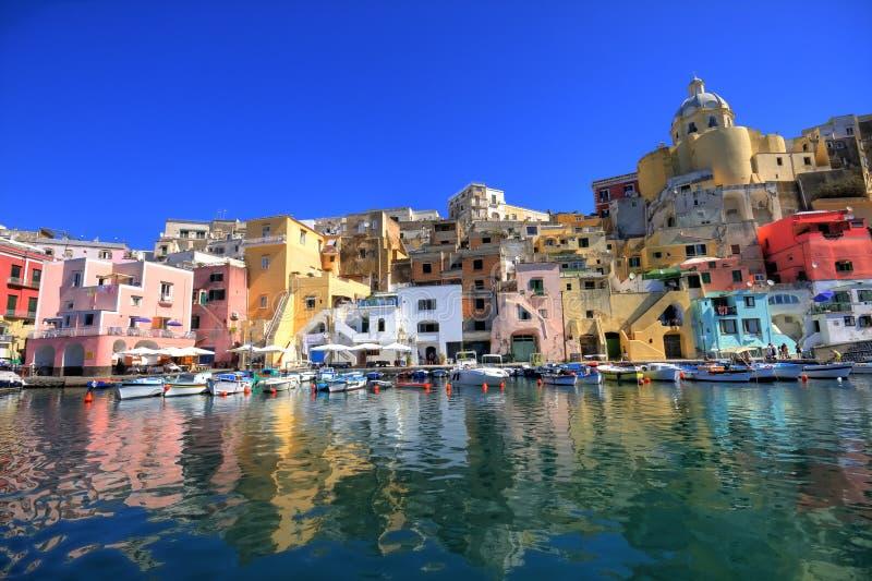 Litorale di mare italiano, procida, Napoli fotografia stock libera da diritti