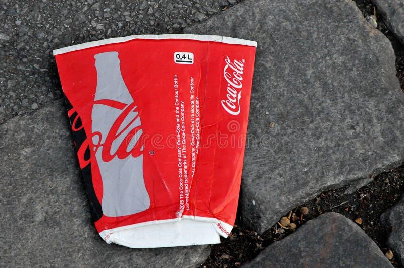 LITRE DE COKE DANS LA RUE COPENHAGUE DANEMARK photographie stock libre de droits