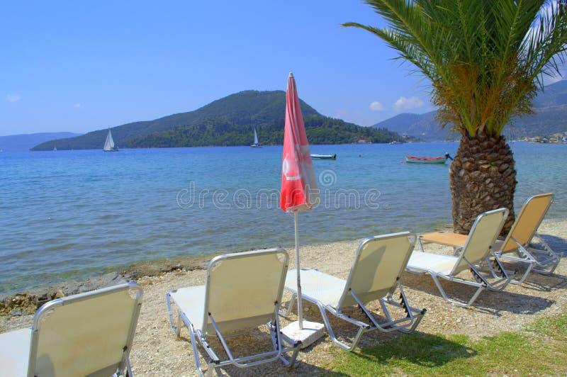 Download Lits Pliants Blancs Sur Le Beau Paysage Photo stock - Image du méditerranéen, montagnes: 56484728