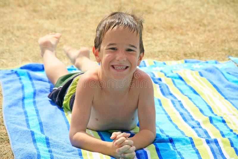 Little Boy au regroupement images libres de droits