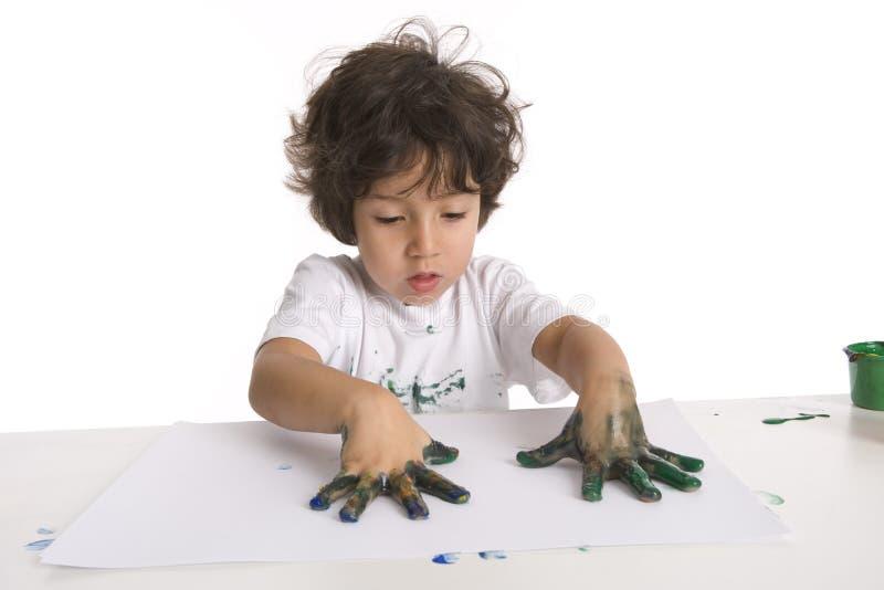 Little Boy bildet eine Fingermalerei lizenzfreies stockfoto