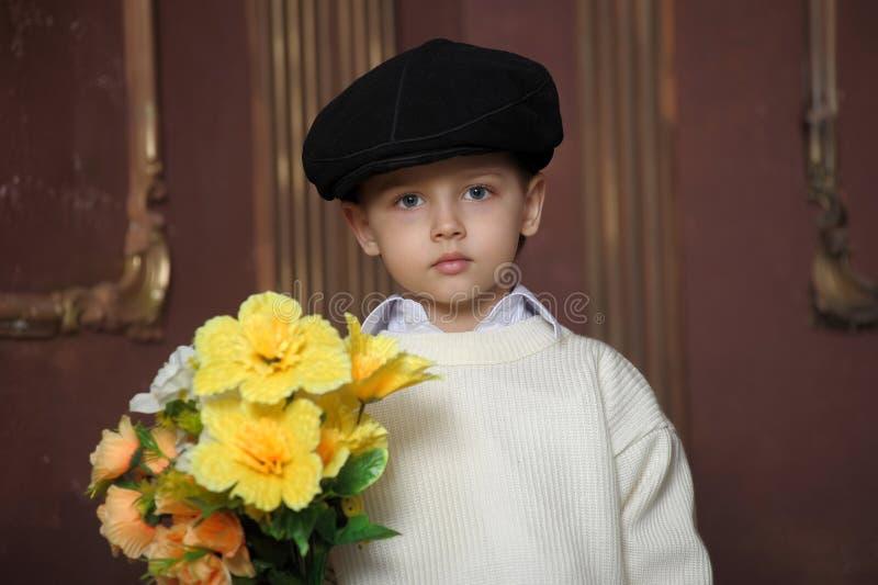 Little Boy com flores foto de stock royalty free