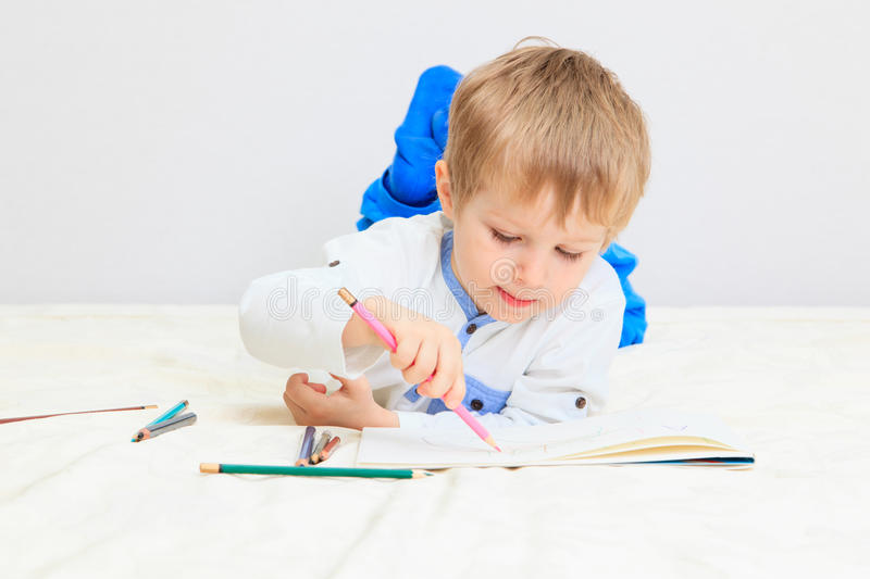Little boy drawing royalty free stock photos