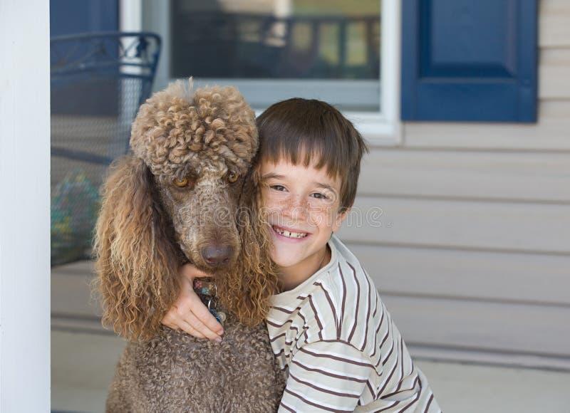 Little Boy e cane fotografia stock
