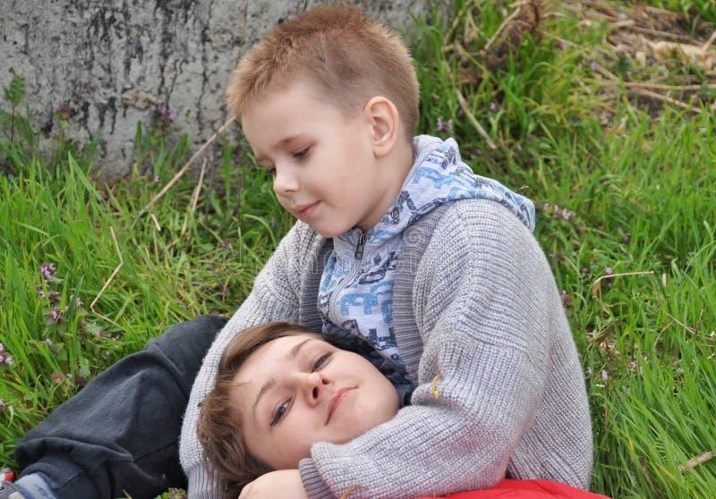 Little Boy e la sua madre fotografia stock