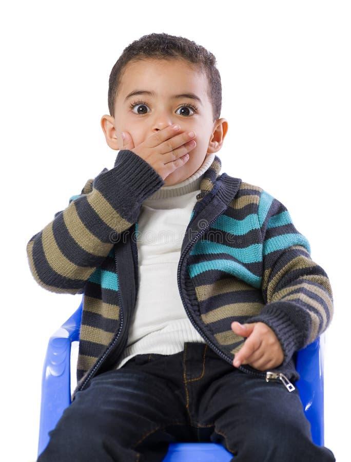 Little Boy erschrak stockbild