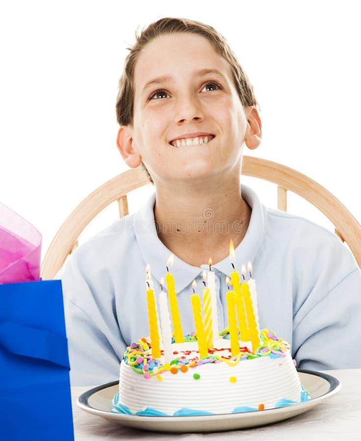 Little Boy fa il desiderio di compleanno fotografie stock libere da diritti