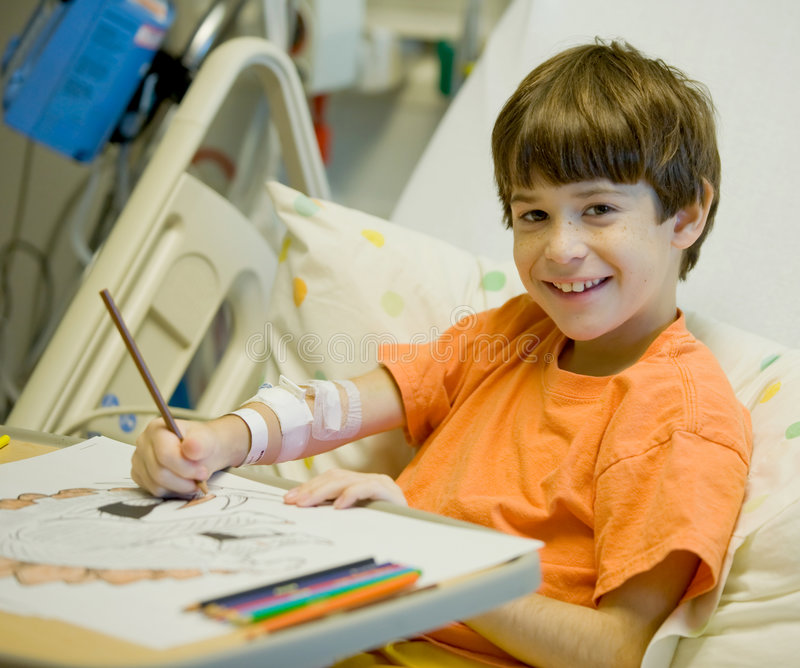 Little Boy in het Ziekenhuis stock foto's