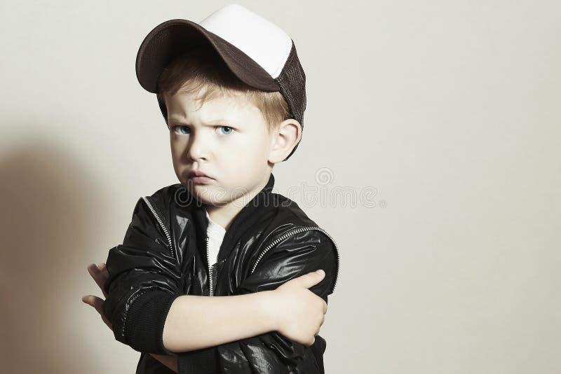 Little Boy Hiphopstijl Fashion Children Jonge Rapper Ernstig kind stock afbeelding