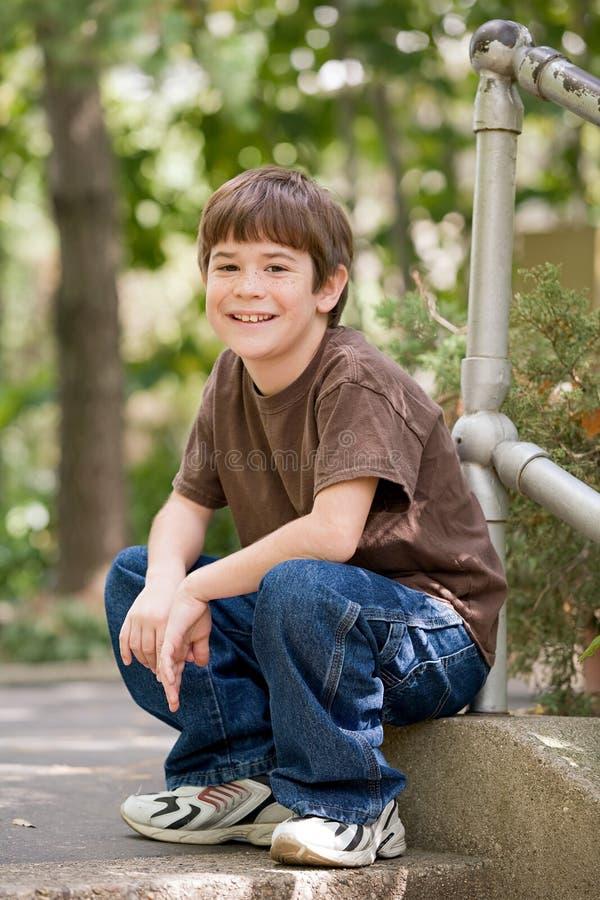 Little Boy-Lächeln stockfoto