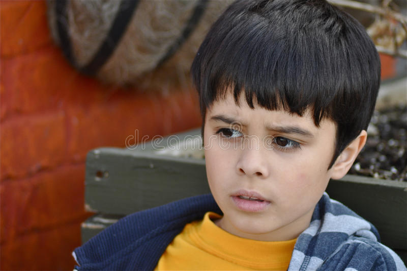 Little Boy preocupado fotografia de stock